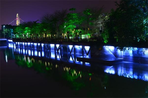景观亮化工程用光与影留住顾客