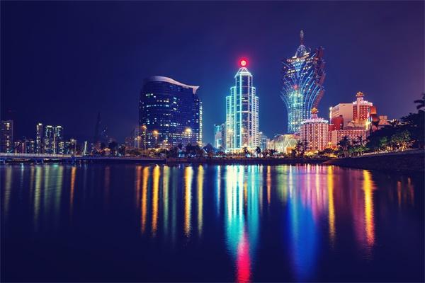 城市灯光夜景照明为城市披上多彩的外衣