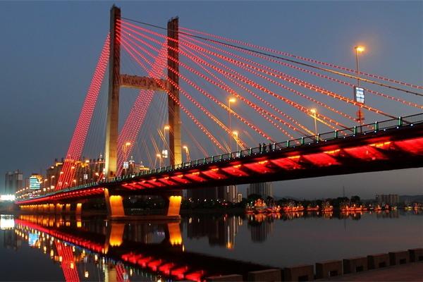 城市亮化工程对城市的发展有着独特的魅力