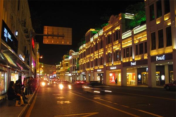 特色街区夜游赋予深度的文化体验