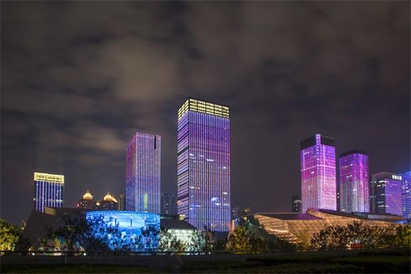 城市楼体亮化工程让城市在夜晚大放异彩