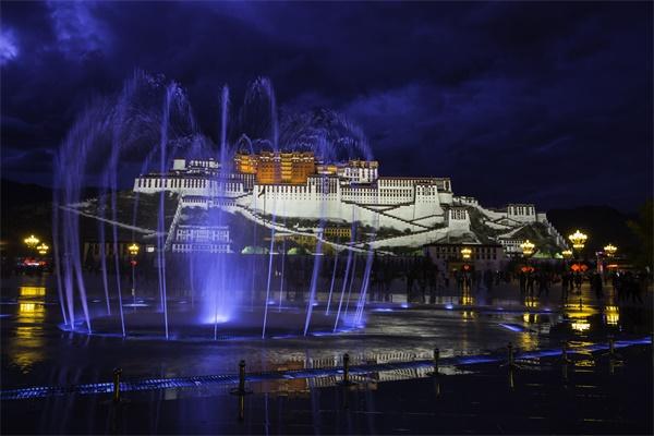 布达拉宫灯光秀夜景