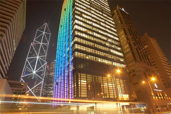 城市照明设计丰富了人们的夜间生活