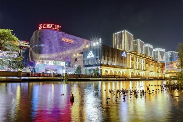 城市夜景照明为人们增添生活情趣